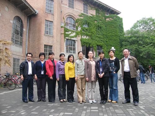 清华大学图书馆馆长助理邵敏老师热情的接待并介绍了清华大学图书馆的