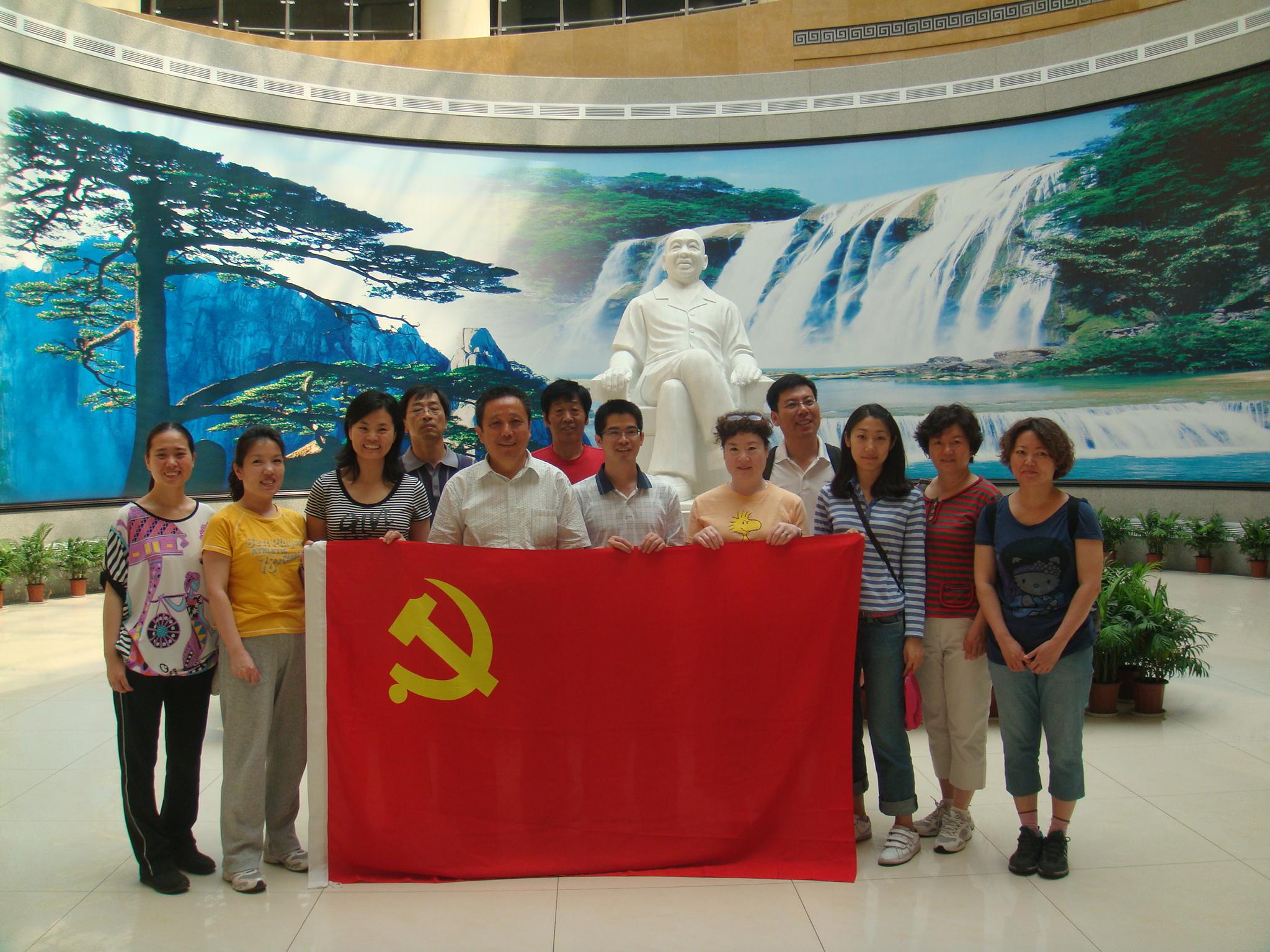 学校办公室党支部到河南省刘庄村参观考察