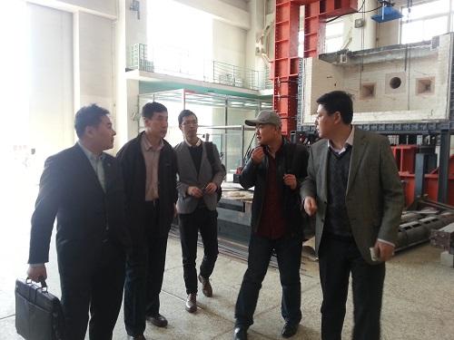 并参观了沈阳建筑大学工程结构实验室